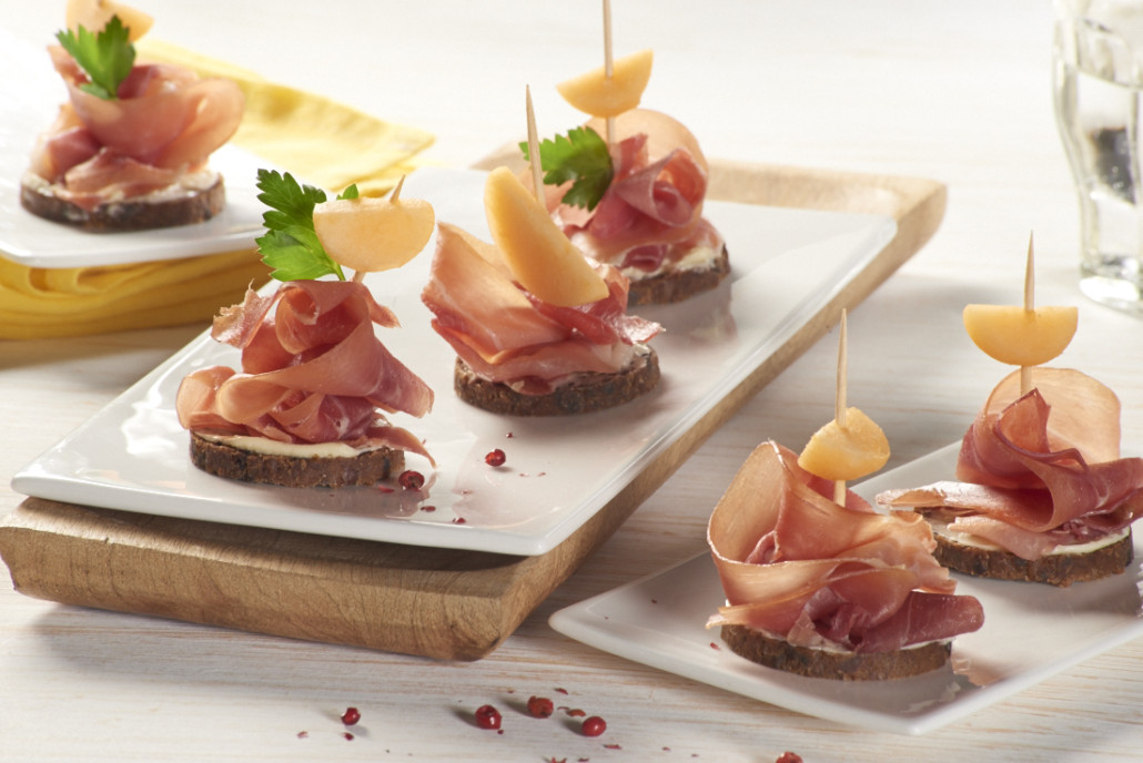 Mestemacher ham melon lemon butter canap s for Prosciutto and melon canape