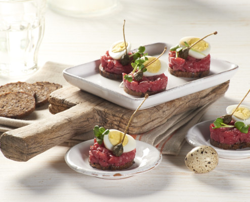 Mestemacher canap s with beef tartar and boiled quail egg for Quail egg canape