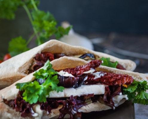Döner Kebab mit Schafskäse, Auberginen und getrockneten Tomaten