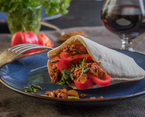 Mexican pita with minced meat and bell peppers