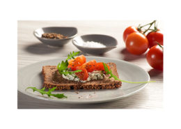 Protein bread with walnuts, with rocket cream and tomato