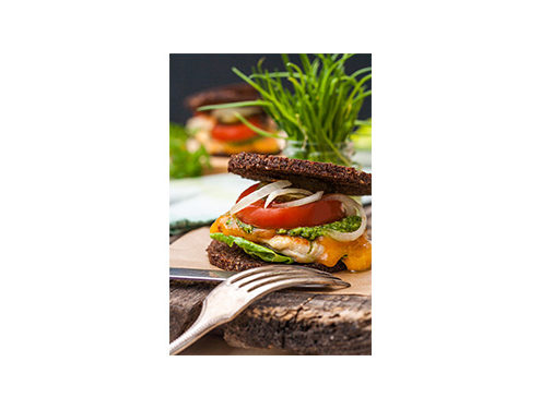 Burger with grilled pumpernickel, chicken and herb pesto